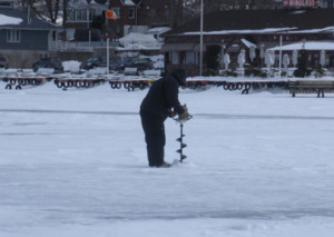 ice_fishing_-_auger
